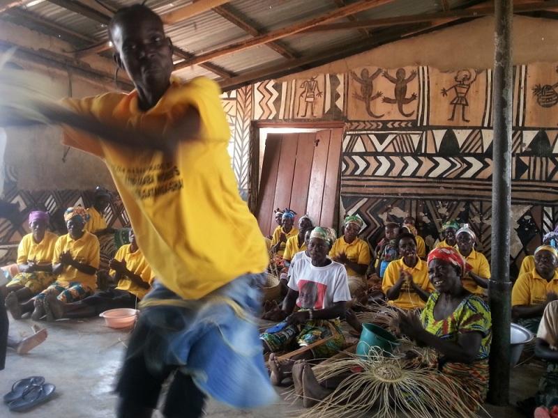 Alobahe dancing
